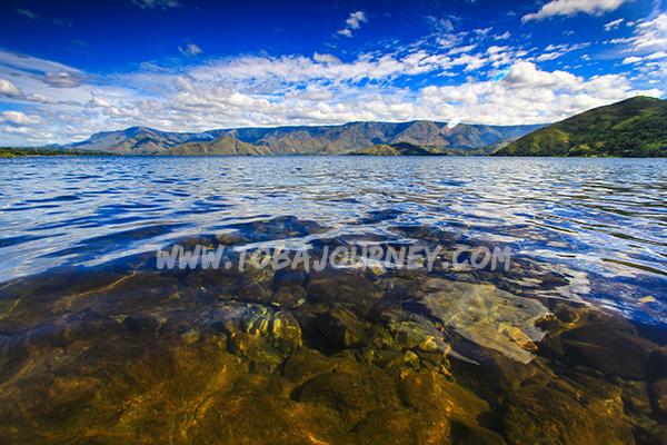 Bermandi Air dan Mentari di Danau Toba
