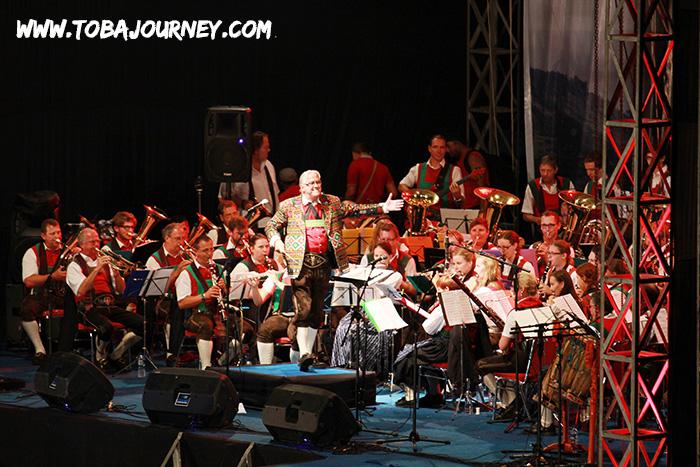 Austrian Orchestra Yang Menyanyikan Butet